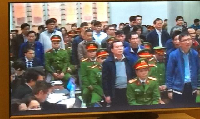 Xét xử ông Đinh La Thăng, Trịnh Xuân Thanh và đồng phạm: Các bị cáo được đưa trở lại phòng xử  - Ảnh 2.