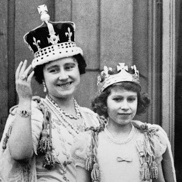 Nữ hoàng Anh lần đầu hé lộ bí mật về cỗ xe ngựa vàng sau 65 năm đăng quang - Ảnh 2.
