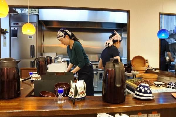 Nhà hàng đặc biệt, khách không tiền vẫn được phục vụ, thanh toán bằng 50 phút làm việc - Ảnh 1.