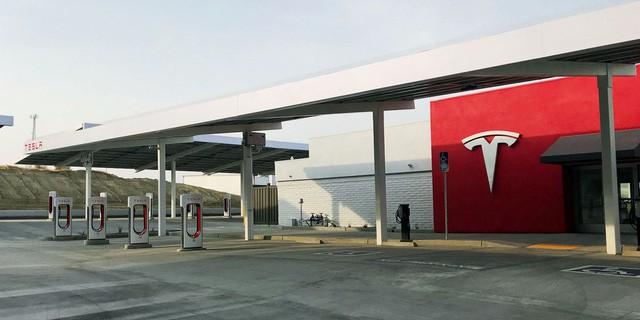 Trạm sạc xe điện sang chảnh của Tesla - Ảnh 1.