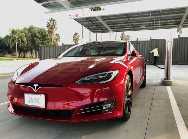 Trạm sạc xe điện sang chảnh của Tesla - Ảnh 2.