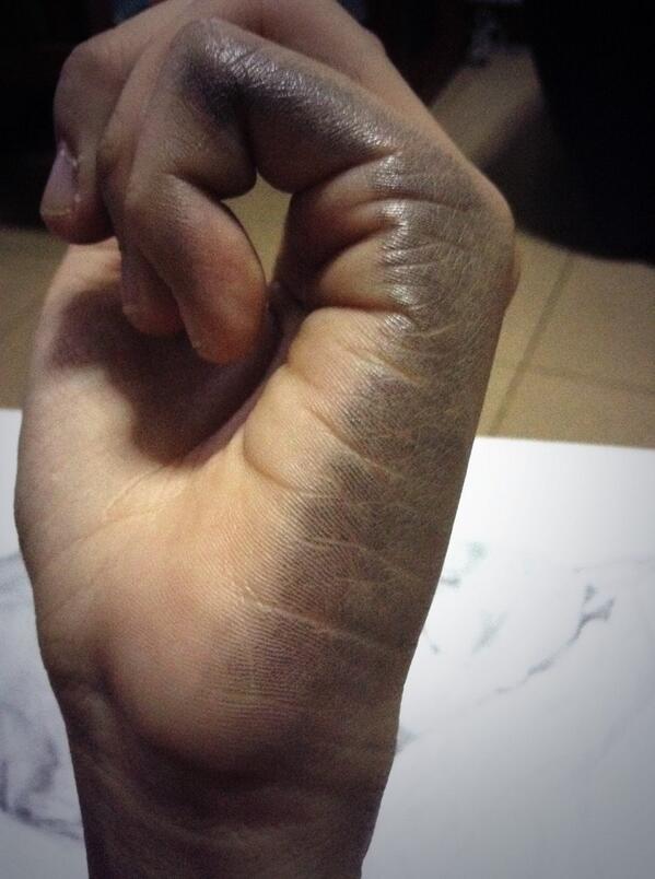 15 nỗi khổ mà chỉ những người thuận tay trái mới thấu hiểu nổi - Ảnh 1.