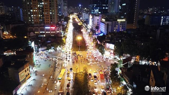 Xén dải phân cách mở rộng 4 làn xe, Nguyễn Chí Thanh hết danh là đường đẹp nhất - Ảnh 11.