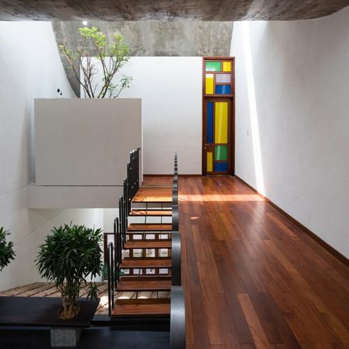 Ngắm vẻ đẹp hoài cổ của căn nhà 2 tầng ở Bình Dương xuất hiện trên báo ngoại - Ảnh 13.