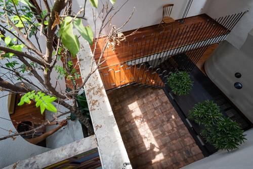 Ngắm vẻ đẹp hoài cổ của căn nhà 2 tầng ở Bình Dương xuất hiện trên báo ngoại - Ảnh 16.