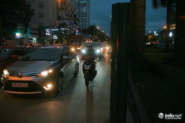 Xén dải phân cách mở rộng 4 làn xe, Nguyễn Chí Thanh hết danh là đường đẹp nhất - Ảnh 3.