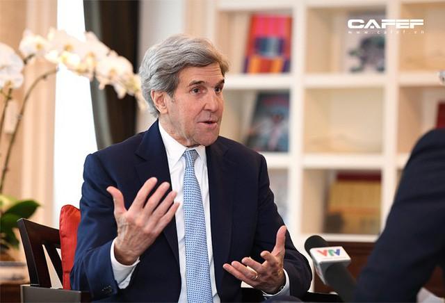 Cựu Ngoại trưởng Mỹ John Kerry: Chúng tôi sẽ giúp các bạn có nhà máy điện mặt trời, điện gió, bởi người Việt! - Ảnh 3.