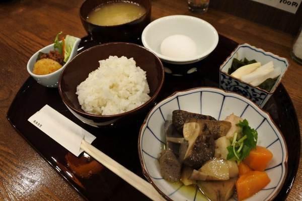 Nhà hàng đặc biệt, khách không tiền vẫn được phục vụ, thanh toán bằng 50 phút làm việc - Ảnh 3.
