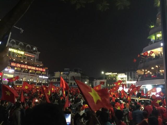 Việt Nam giành vé vào chung kết vô địch U23 châu Á, CEO Vietjet đi mua sơn để vẽ lại máy bay, tỷ phú FLC tặng tiền tỷ - Ảnh 3.