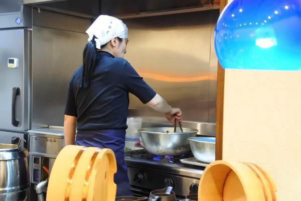 Nhà hàng đặc biệt, khách không tiền vẫn được phục vụ, thanh toán bằng 50 phút làm việc - Ảnh 4.