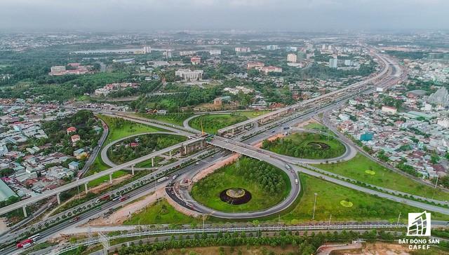 Cận cảnh tiến độ hàng loạt dự án giao thông trọng điểm của TP.HCM - Ảnh 4.