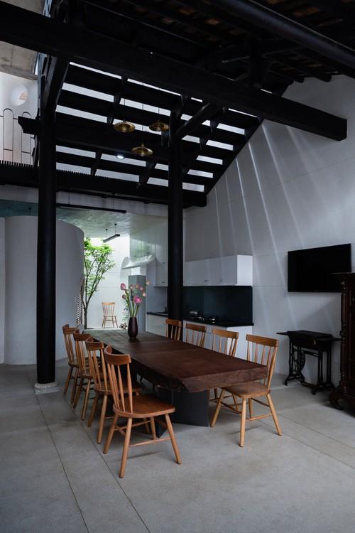 Ngắm vẻ đẹp hoài cổ của căn nhà 2 tầng ở Bình Dương xuất hiện trên báo ngoại - Ảnh 4.