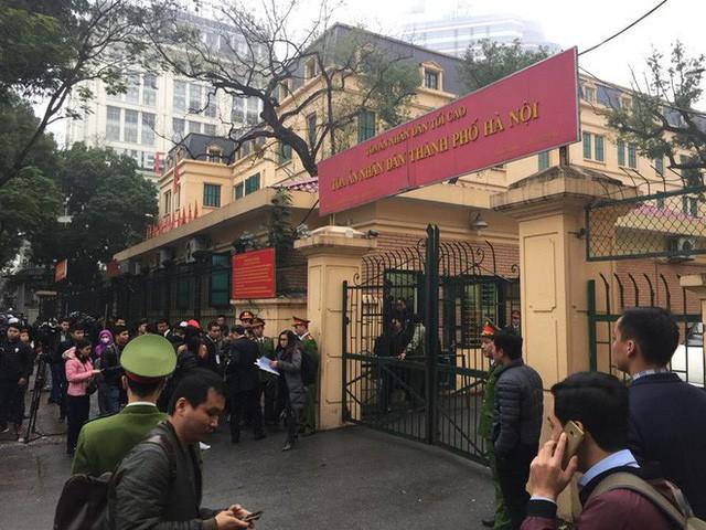 Xét xử ông Đinh La Thăng, Trịnh Xuân Thanh và đồng phạm: Các bị cáo được đưa trở lại phòng xử  - Ảnh 6.