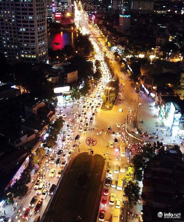 Xén dải phân cách mở rộng 4 làn xe, Nguyễn Chí Thanh hết danh là đường đẹp nhất - Ảnh 6.