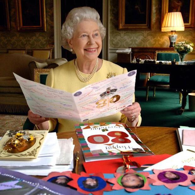 Nữ hoàng Anh lần đầu hé lộ bí mật về cỗ xe ngựa vàng sau 65 năm đăng quang - Ảnh 6.