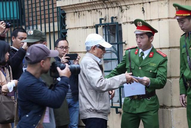 Xét xử ông Đinh La Thăng, Trịnh Xuân Thanh và đồng phạm: Các bị cáo được đưa trở lại phòng xử  - Ảnh 7.