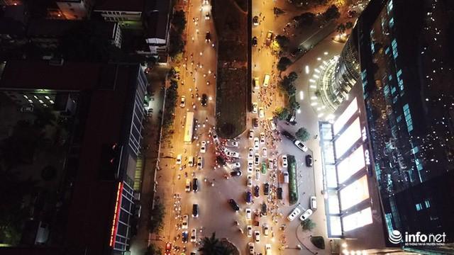 Xén dải phân cách mở rộng 4 làn xe, Nguyễn Chí Thanh hết danh là đường đẹp nhất - Ảnh 7.