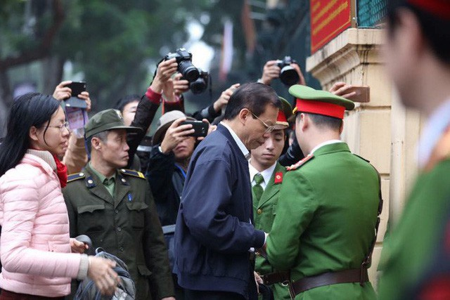 Xét xử ông Đinh La Thăng, Trịnh Xuân Thanh và đồng phạm: Các bị cáo được đưa trở lại phòng xử  - Ảnh 8.