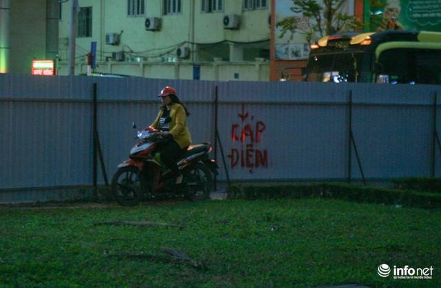 Xén dải phân cách mở rộng 4 làn xe, Nguyễn Chí Thanh hết danh là đường đẹp nhất - Ảnh 8.