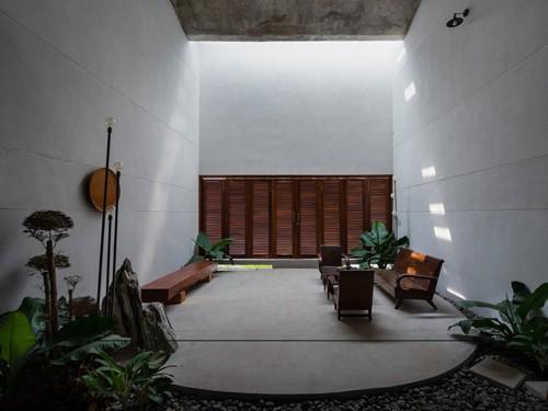 Ngắm vẻ đẹp hoài cổ của căn nhà 2 tầng ở Bình Dương xuất hiện trên báo ngoại - Ảnh 8.