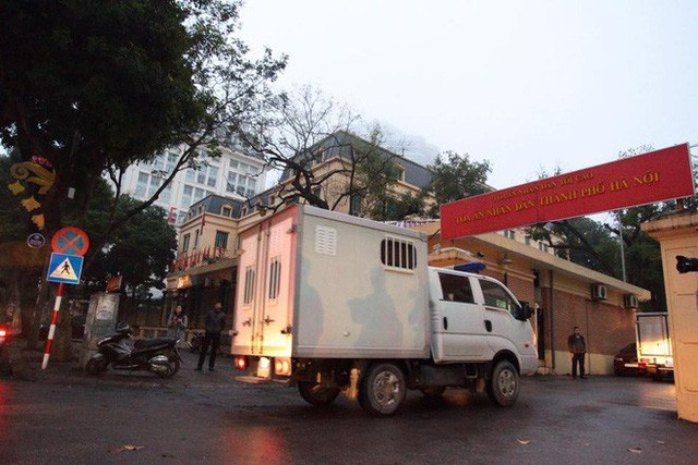 Xét xử ông Đinh La Thăng, Trịnh Xuân Thanh và đồng phạm: Các bị cáo được đưa trở lại phòng xử  - Ảnh 9.