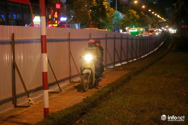 Xén dải phân cách mở rộng 4 làn xe, Nguyễn Chí Thanh hết danh là đường đẹp nhất - Ảnh 9.