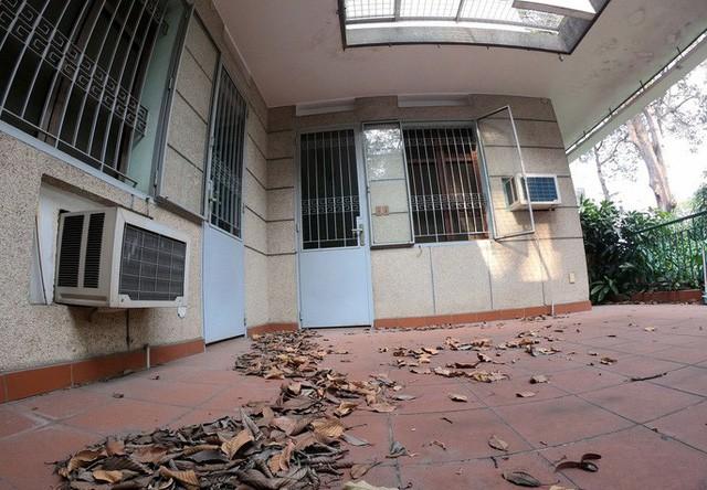 Cận cảnh biệt thự cũ giá triệu USD bỏ hoang giữa trung tâm TP HCM  - Ảnh 1.