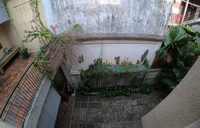 Cận cảnh biệt thự cũ giá triệu USD bỏ hoang giữa trung tâm TP HCM  - Ảnh 5.