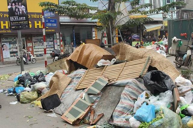 Hà Nội: Vì sao người dân chặn xe chở rác vào bãi Nam Sơn? - Ảnh 2.