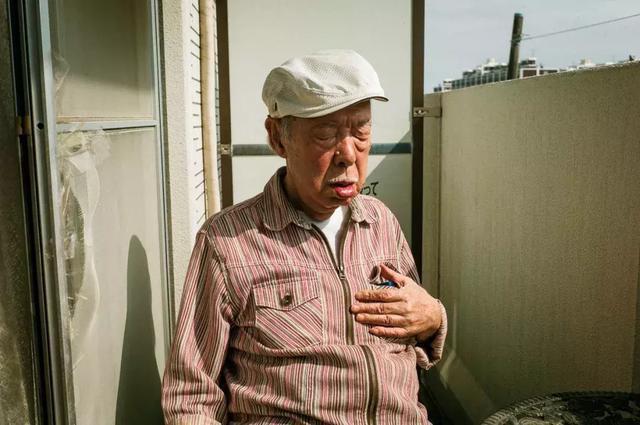 3 năm, 33 bức ảnh, nhiếp ảnh gia ghi lại quá trình trước khi cha từ giã cõi đời vì ung thư: Đừng để người thân một mình chống chọi - Ảnh 7.