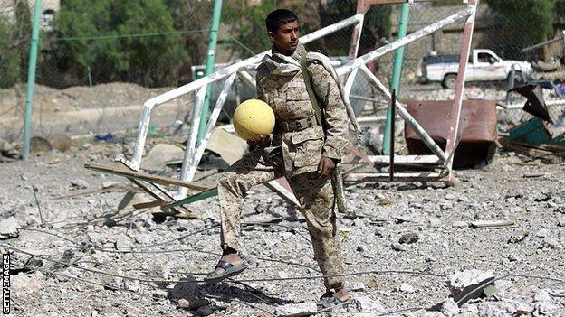 Chiến tranh không thể cản bước những người shipper, khuân vác Yemen đến với Asian Cup, đêm nay có thể họ sẽ thua Việt Nam nhưng khi ra sân họ đã là những người hùng - Ảnh 7.
