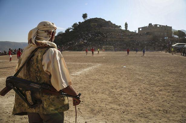 Chiến tranh không thể cản bước những người shipper, khuân vác Yemen đến với Asian Cup, đêm nay có thể họ sẽ thua Việt Nam nhưng khi ra sân họ đã là những người hùng - Ảnh 2.