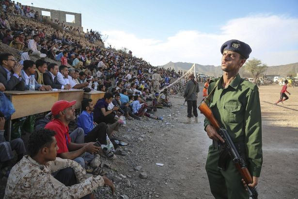 Chiến tranh không thể cản bước những người shipper, khuân vác Yemen đến với Asian Cup, đêm nay có thể họ sẽ thua Việt Nam nhưng khi ra sân họ đã là những người hùng - Ảnh 4.