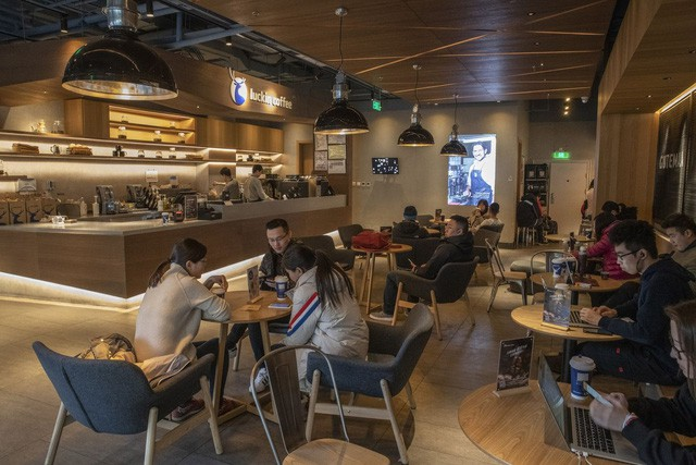 Start-up mới nổi của Trung Quốc chi hàng trăm triệu USD tự tin đánh bại Starbucks - Ảnh 3.