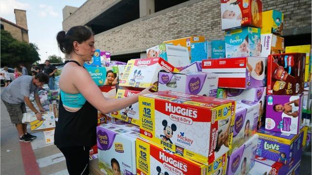Thảm cảnh của nhân viên chính phủ Mỹ: Hết tiền mua bỉm cho con vì cả tháng làm việc không công - Ảnh 1.