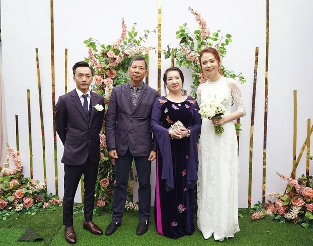 Cận cảnh đám hỏi Cường Đô La và Đàm Thu Trang: Doanh nhân Như Loan xúc động trao nhẫn cho cô dâu  - Ảnh 1.