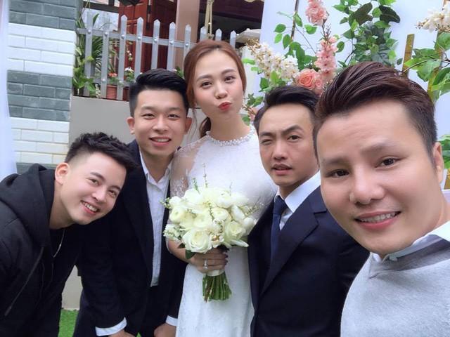 Cận cảnh đám hỏi Cường Đô La và Đàm Thu Trang: Doanh nhân Như Loan xúc động trao nhẫn cho cô dâu  - Ảnh 5.