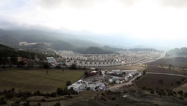 Xót xa làng biệt thự 200 triệu đô tuyệt đẹp bị bỏ hoang - Ảnh 1.