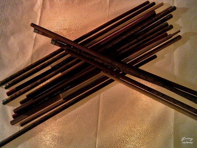 Đôi đũa là món đồ người châu Á sử dụng trong bữa cơm mỗi ngày, nhưng ở mỗi đất nước lại khác nhau thế này đây  - Ảnh 1.
