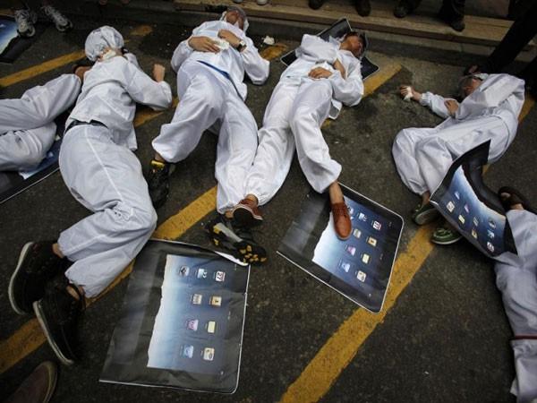 Máu và nước mắt: Câu chuyện bi thương đằng sau mỗi chiếc iPhone hào nhoáng - Ảnh 2.