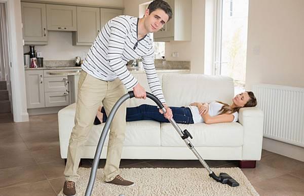 Ép con cái, vợ chồng dọn dẹp nhà cửa ngày Tết quá sức có thể bị phạt tới 1 triệu đồng - Ảnh 1.