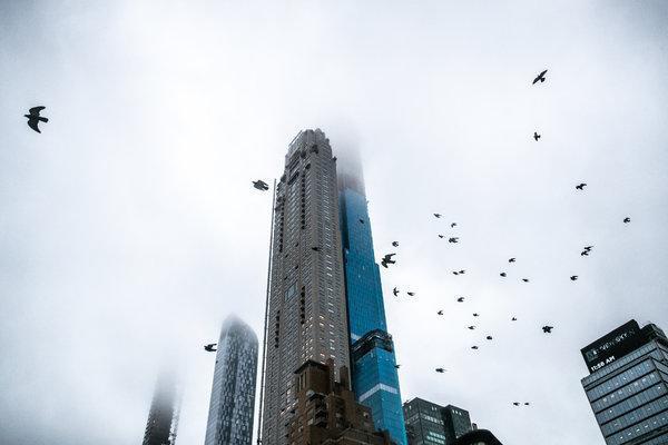 Vị tỷ phú chi hơn 200 triệu USD mua căn penthouse giữa lòng New York rồi đuổi hàng tá gia đình trung lưu khỏi tòa nhà: Hiện thực hố sâu giàu nghèo khủng khiếp ở Mỹ - Ảnh 1.