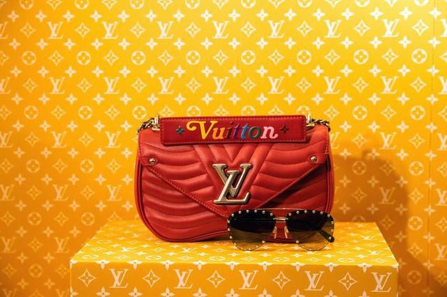 Sau iPhone, túi xách Louis Vuitton có thể là nạn nhân tiếp theo ở Trung Quốc - Ảnh 1.