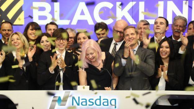 Ngoài 40 tuổi khởi nghiệp, nữ doanh nhân tóc hồng lập nên công ty hàng tỷ đô và trở thành một trong những triệu phú tự thân giàu nhất nước Mỹ - Ảnh 2.