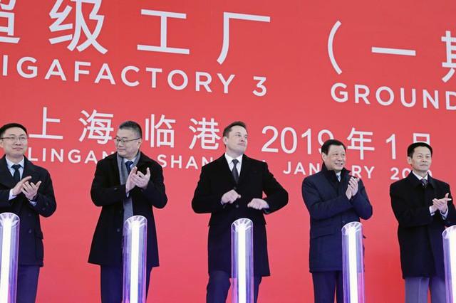 Elon Musk nhìn thấy tương lai của Tesla trong 1 bãi sình lầy ở Trung Quốc - Ảnh 1.