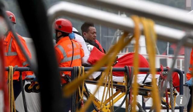 [NÓNG] Tàu chở dầu Việt Nam bốc cháy dữ dội ngoài khơi Hong Kong, có người thiệt mạng  - Ảnh 1.