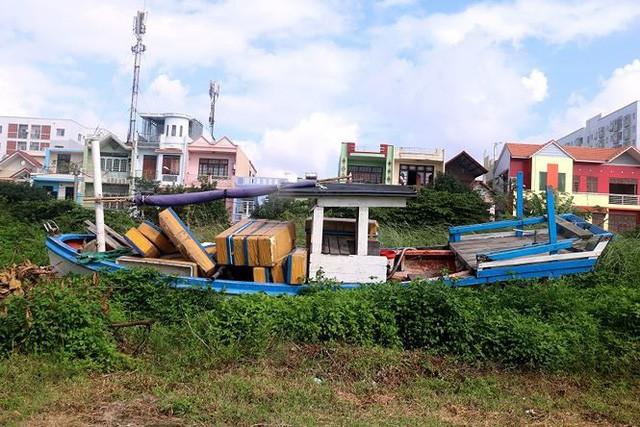 Ngổn ngang nghĩa địa tàu cá xả bản ở Đà Nẵng - Ảnh 5.