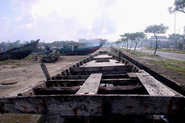 Ngổn ngang nghĩa địa tàu cá xả bản ở Đà Nẵng - Ảnh 8.