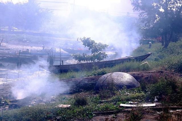 Ngổn ngang nghĩa địa tàu cá xả bản ở Đà Nẵng - Ảnh 9.