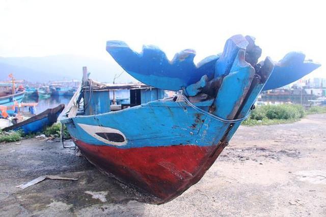 Ngổn ngang nghĩa địa tàu cá xả bản ở Đà Nẵng - Ảnh 10.